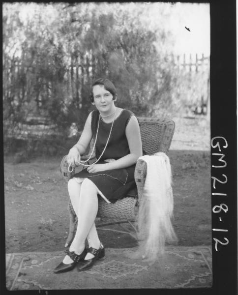 Women in garden 'Moore'