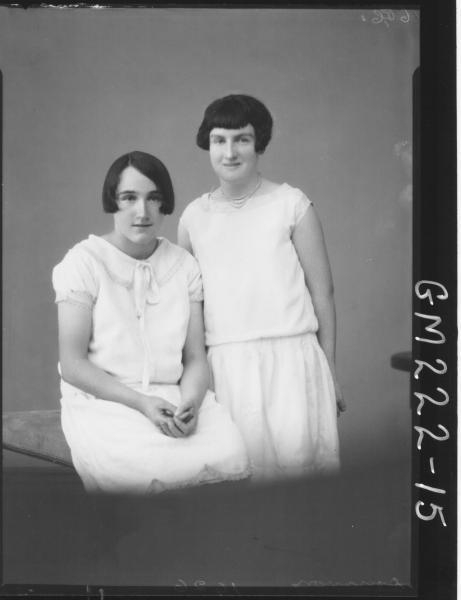 Portrait of two woman 'Donovan'