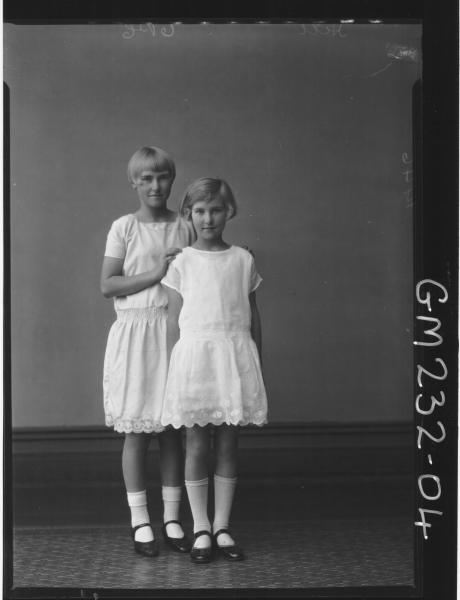 Portrait of two girls 'Hill'