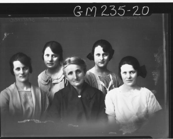 Portrait of five women 'Oldfield'