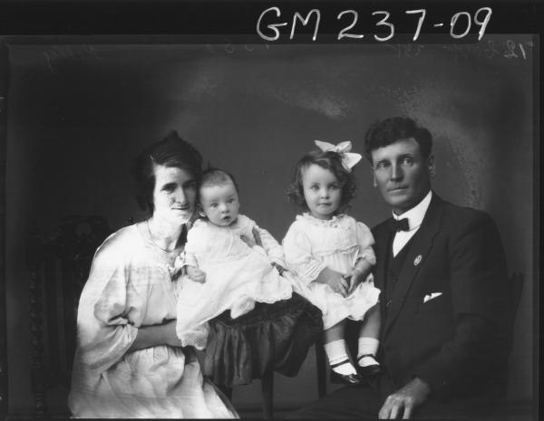 Portrait of family 'Kelly'