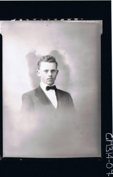 H/S Portrait of young man wearing three piece suit, bow tie 'Thornton'