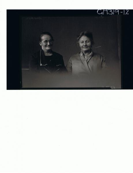 H/S Portrait of two elderly women, one wearing spectacles 'Shocker'