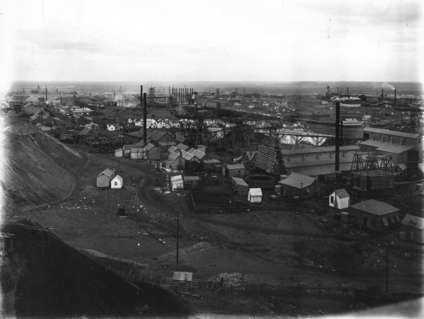 Panoramic view of Golden Mile taken from Kalgurli Poppet Head showing Mines and associated buildings, houses. E.G.H.S. BA.63  TSGM Plate 10.14.9  'From Kalgurli Poppet Head looking South' (WA Mining 1904 p.13) - over South Kalgurli.