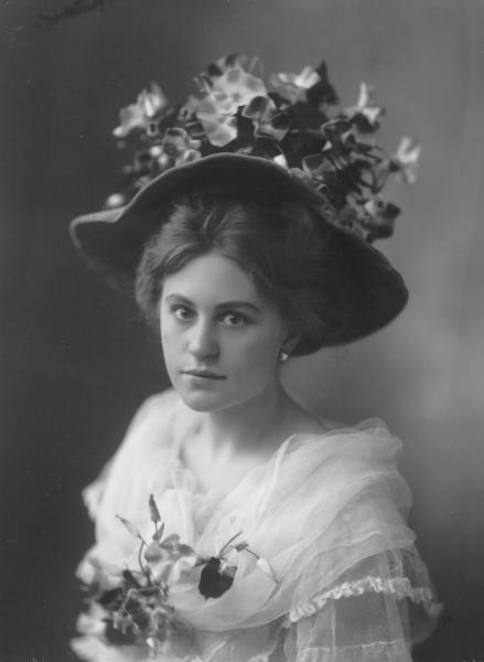 Head and shoulders portrait of woman, Miss A. Farrar, wearing hat and lace dress.
