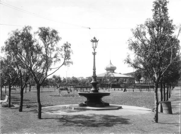 Victoria Park Fountain and Rotunda - Snell.