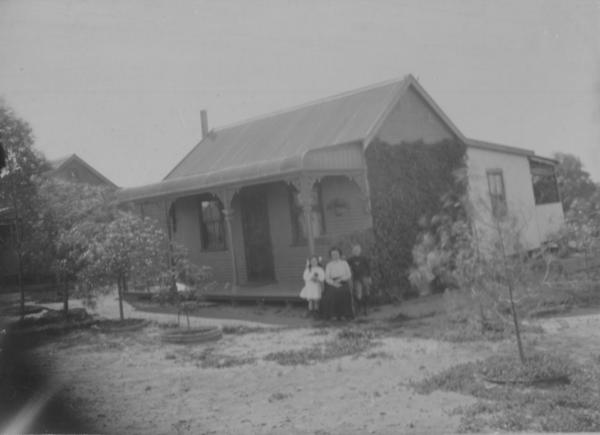 Woman, May Elizabeth GRAY nee Gilholm with children Jessie Gray and boy D W Gray.  Outside their house in Trafalgar in 1910.  Donated bt Jessie Gray in 1989.