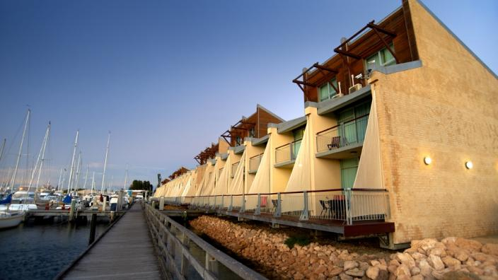 Apartments with panoramic harbour-side and ocean front view