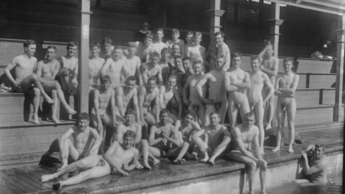 Group of men posing at Kalgoorlie's first Municipal Baths, 1917
