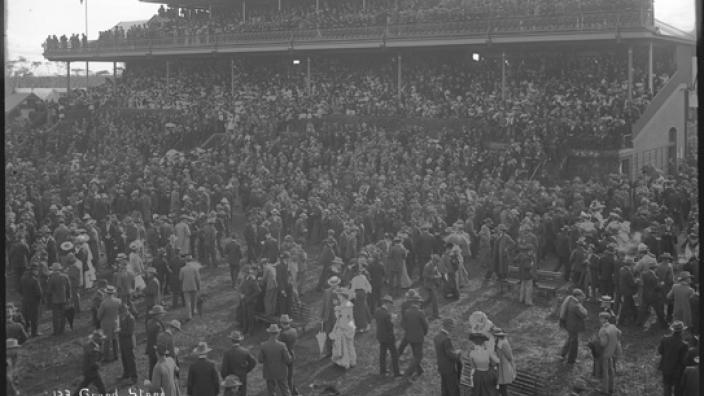 Crowd of people at the grandstand - Kalgoorlie Race Course, 1900s.