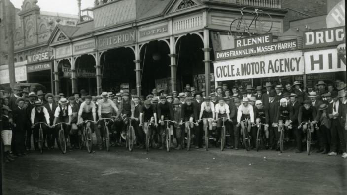 Cyclists prepare for tour from outside the Criterion Hotel, c.1909
