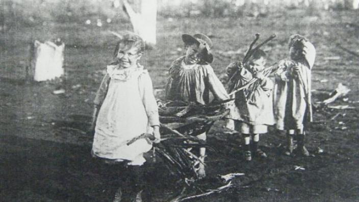 'Young Boulder Toilers', Great Boulder Goldmine, c.1900s