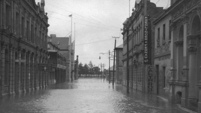 A 1922 Flood on Cliff St in 1922. Courtesy of State Library of WA.