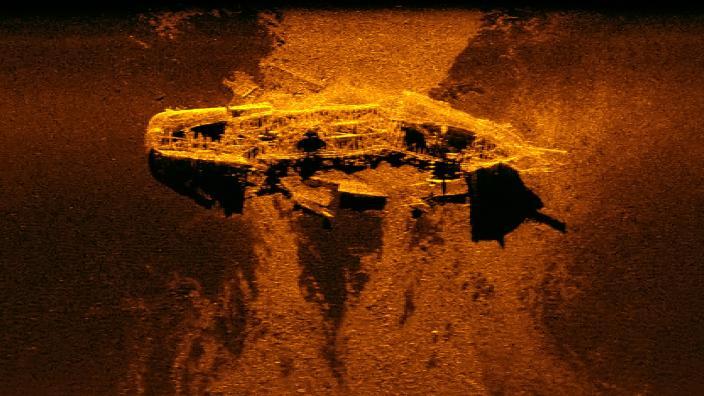 Sonar image of large iron wreck