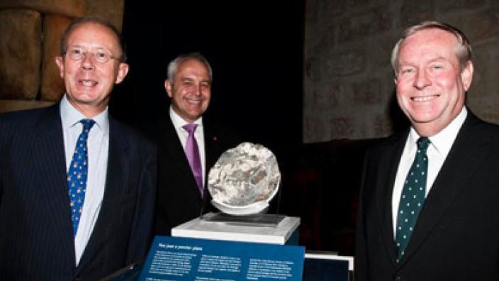 Willem Andreae, Alec Coles and Colin Barnett standing next to a significant Dutch shipwreck artefact