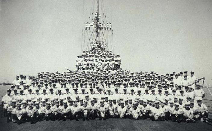 The full crew of the HMAS Sydney (II) in full uniform on the deck of the Sydney