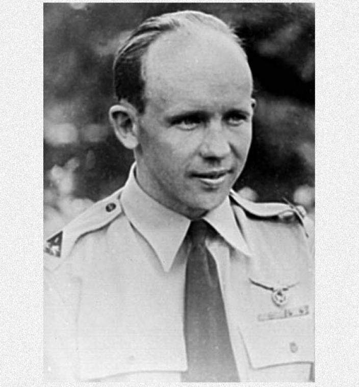 Portrait of Flt Lt Gus Winckel