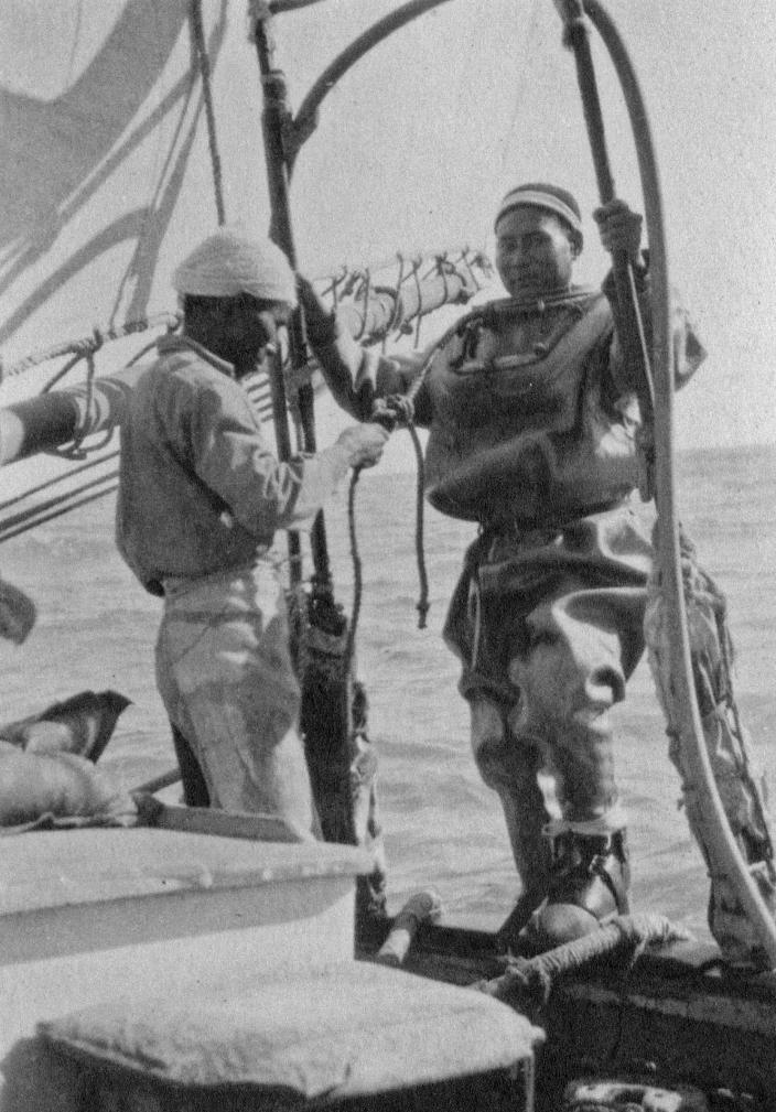 Image of a diver ready to collect pearlshell
