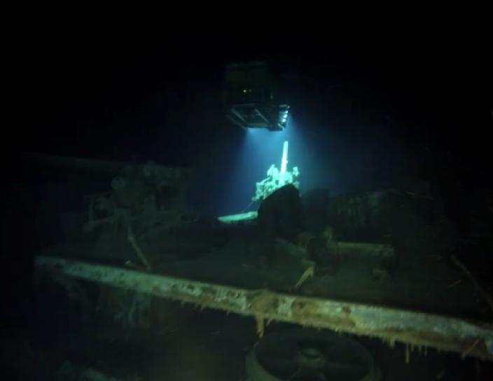 An ROV illuminates HMAS Sydney's port 4-inch anti–aircraft gun.