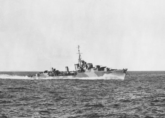 The Australian destroyer HMAS Arunta at speed during trials in April 1942
