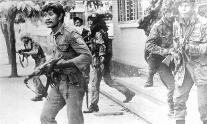 Indonesian troops fighting in the streets of Dili