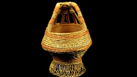 Frontal view of the Kashmiri Kangri basket.