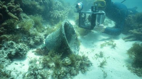 Divers exploring the Rapid shipwreck site
