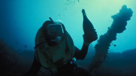 Divers discovering artefacts from the Sepia shipwreck site