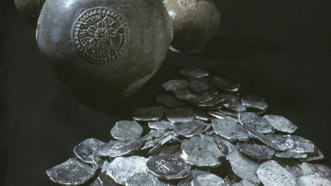 Artefacts recovered from the Vergulde Draak shipwreck