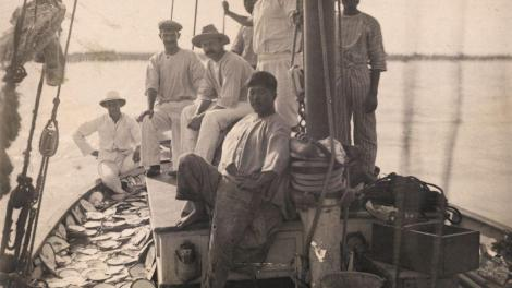 The crew of a pearl lugger, Broome, c. 1900–20