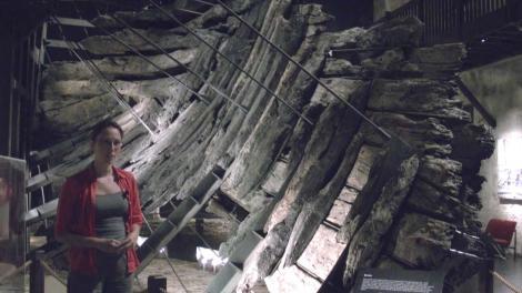 Dr Wendy Van Duivenvoorde standing in front of the Batavia wreck