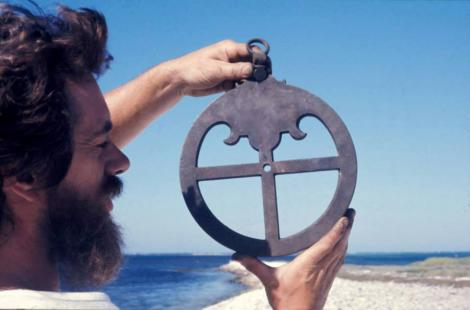 Man holding the famous Batavia astrolabe
