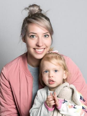 Potrait of Danielle and Aava