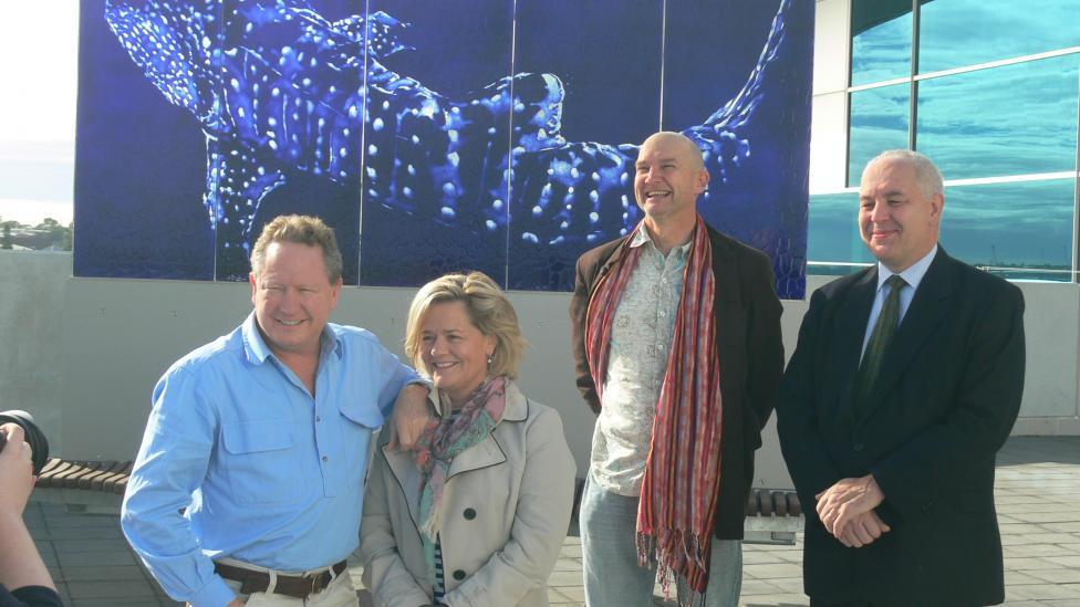 Andrew & Nicola Forrest, Alec Coles & Vaughn Bisschops installing the sculpture