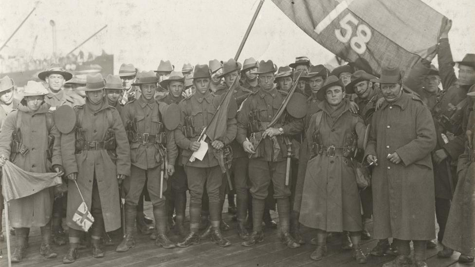 Members of the 4th Reinforcements, 58th Battalion waiting to board HMAT ORSOVA, Melbourne.