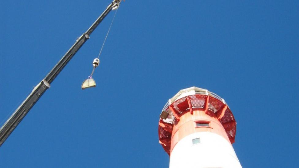 A crane removing the lens from the Port Moore lighthouse
