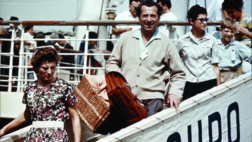 Italian migrants arriving at Sydney, 1951.