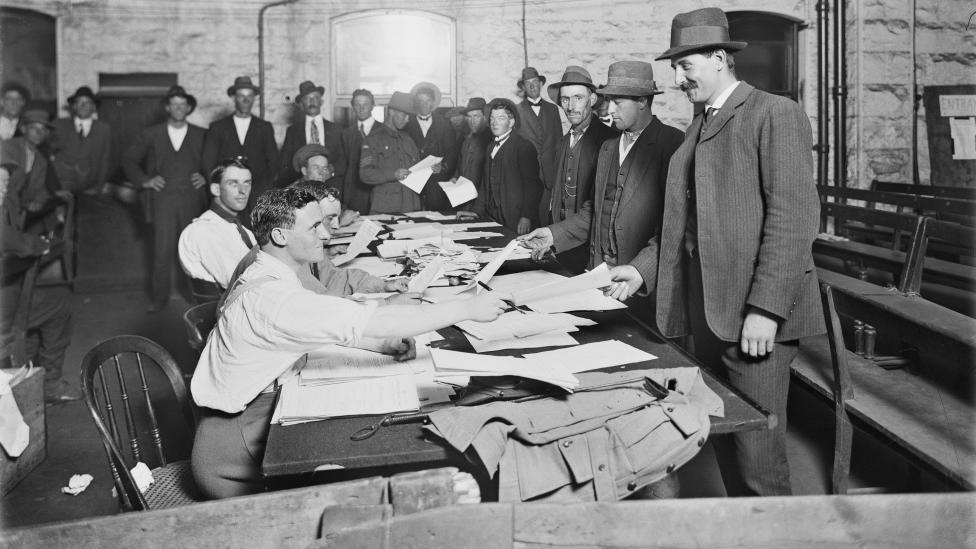 Australian men queuing to enlist, Melbourne Town Hall